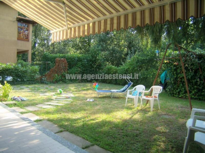 ampio giardino » Villetta ULIVI: affittasi villetta quadrilocale indipendente con ampio scoperto attrezzato e doppi servizi.