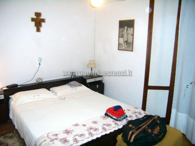 camera matrimoniale » Villetta ULIVI: affittasi villetta quadrilocale indipendente con ampio scoperto attrezzato e doppi servizi.