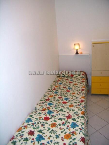 camera singola con due letti a terra