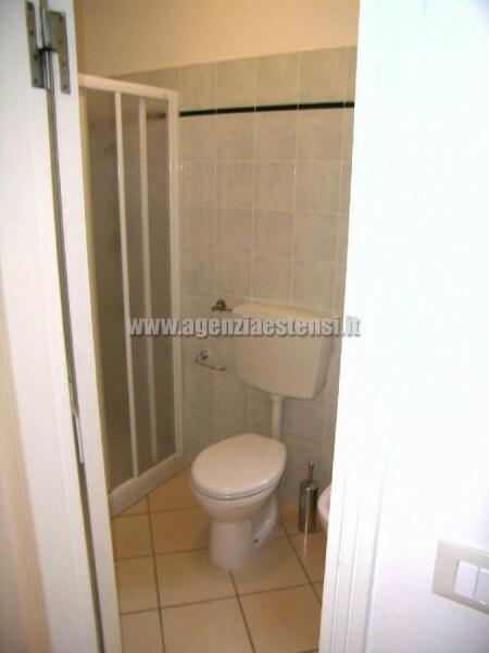 Bagno con box-doccia » Appartamento Belsoggiorno di ampia metratura a Lido degli Estensi
