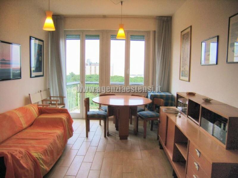 soggiorno con balcone vista mare