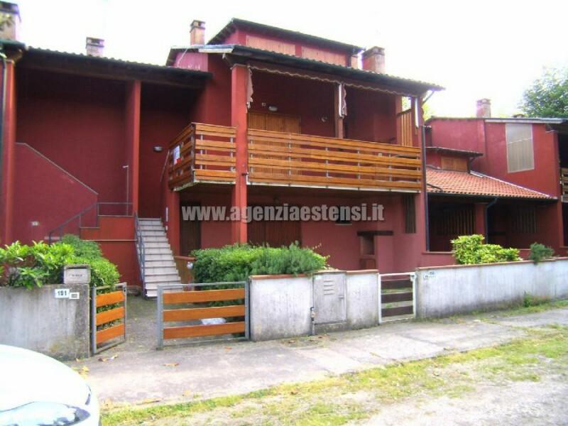 Lido degli Estensi vendesi villetta con quattro camere letto e doppi servizi