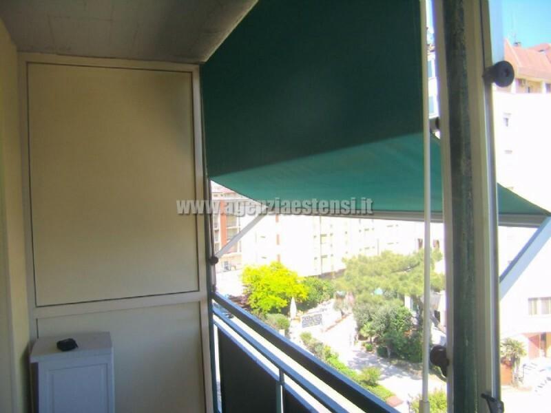 tende ombreggianti » Appartamento trilocale Piccadilly con vista mare a Lido degli Estensi