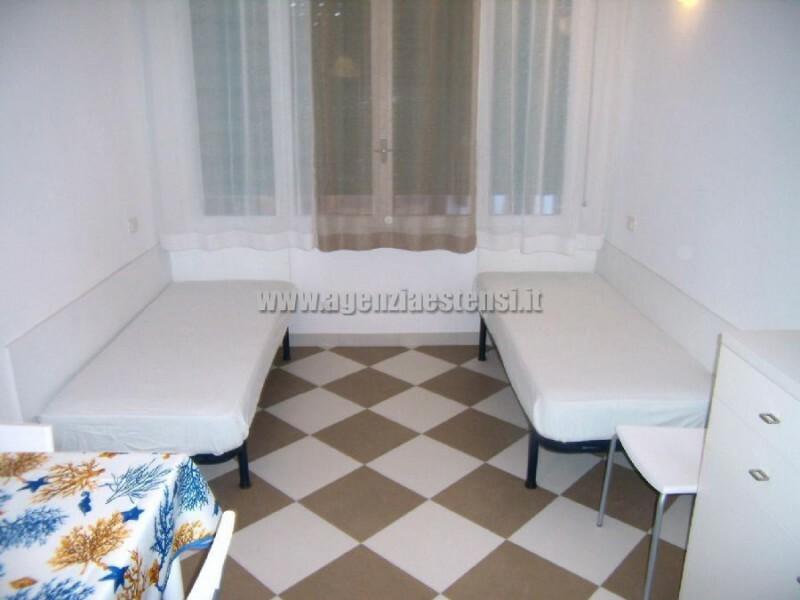 due letti in soggiorno » Appartamento bilocale condominio Europa a Lido degli Estensi