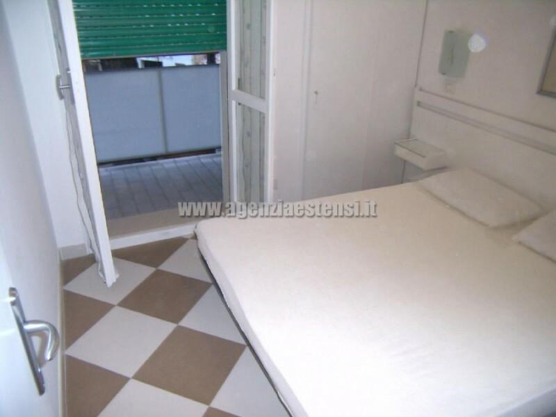 camera matrimoniale con balcone » Appartamento bilocale condominio Europa a Lido degli Estensi