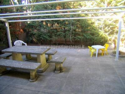 giardino con tendone