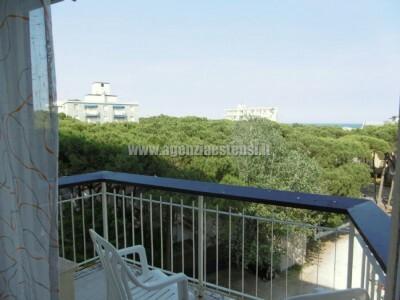 balcone del soggiorno con vista mare