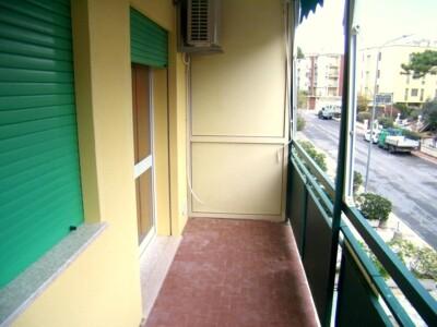 ampio balcone attrezzato e tendonato