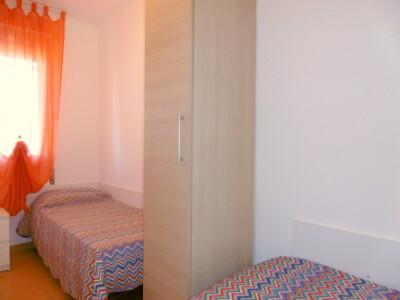 camera con due letti a terra