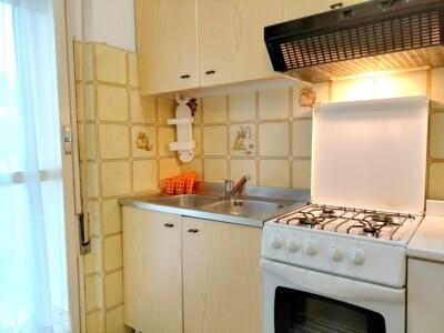 cucina con accesso al balcone